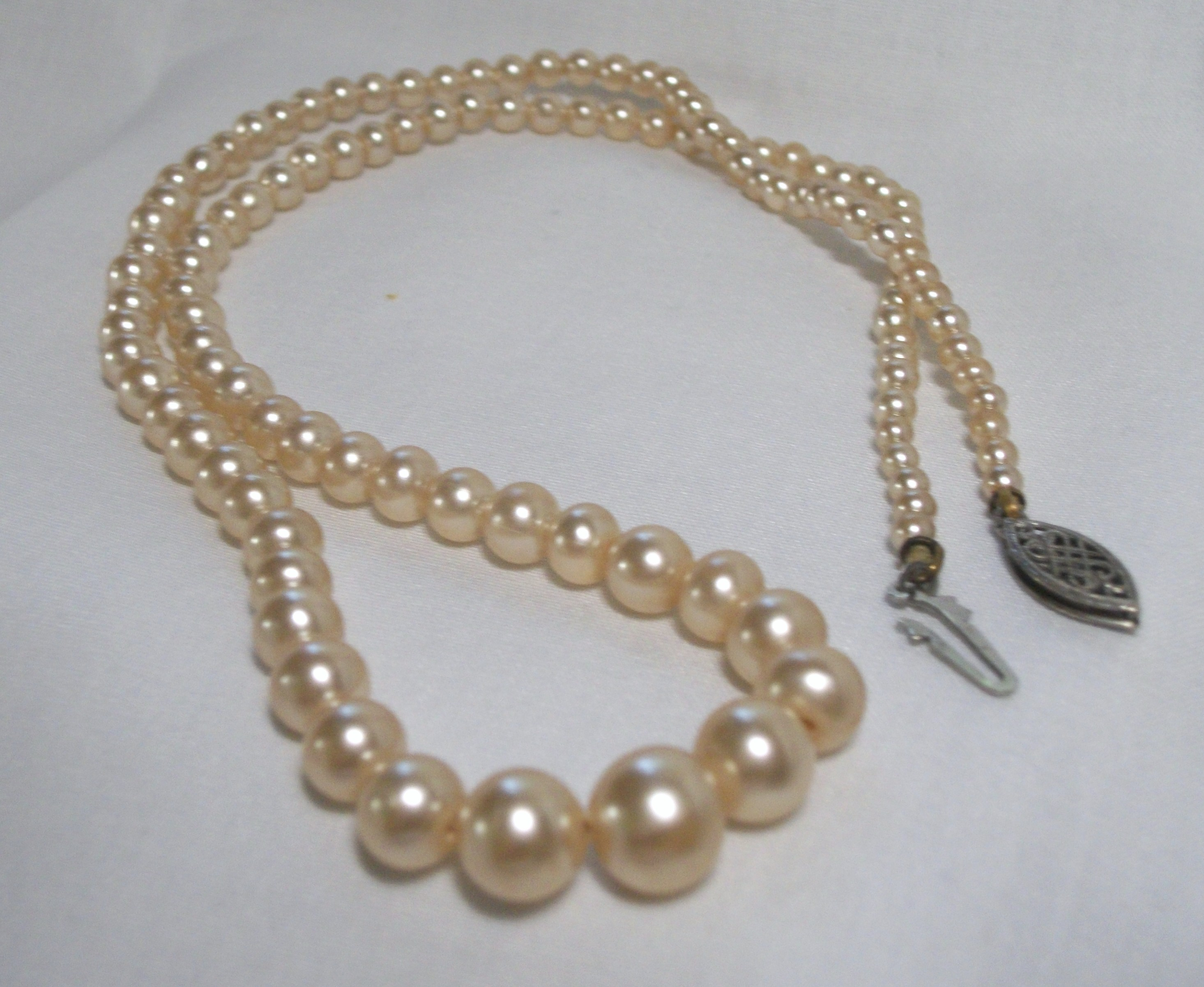 how to give a pearl necklace